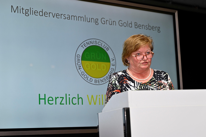 2021-09-10 Goldene Ehrennadel Wolfgang Philippek Anna Maria Scheerer