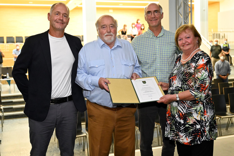 2021-09-10 Goldene Ehrennadel Wolfgang Philippek mit Heiner und Urban Philippek